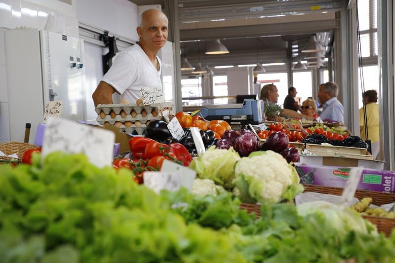 Frontignan_halles_fruits_légumes