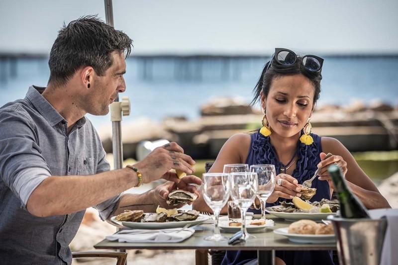 Dégustation d'huîtres en amoureux