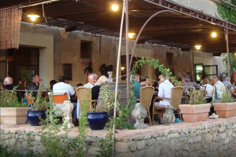restaurant-5110973