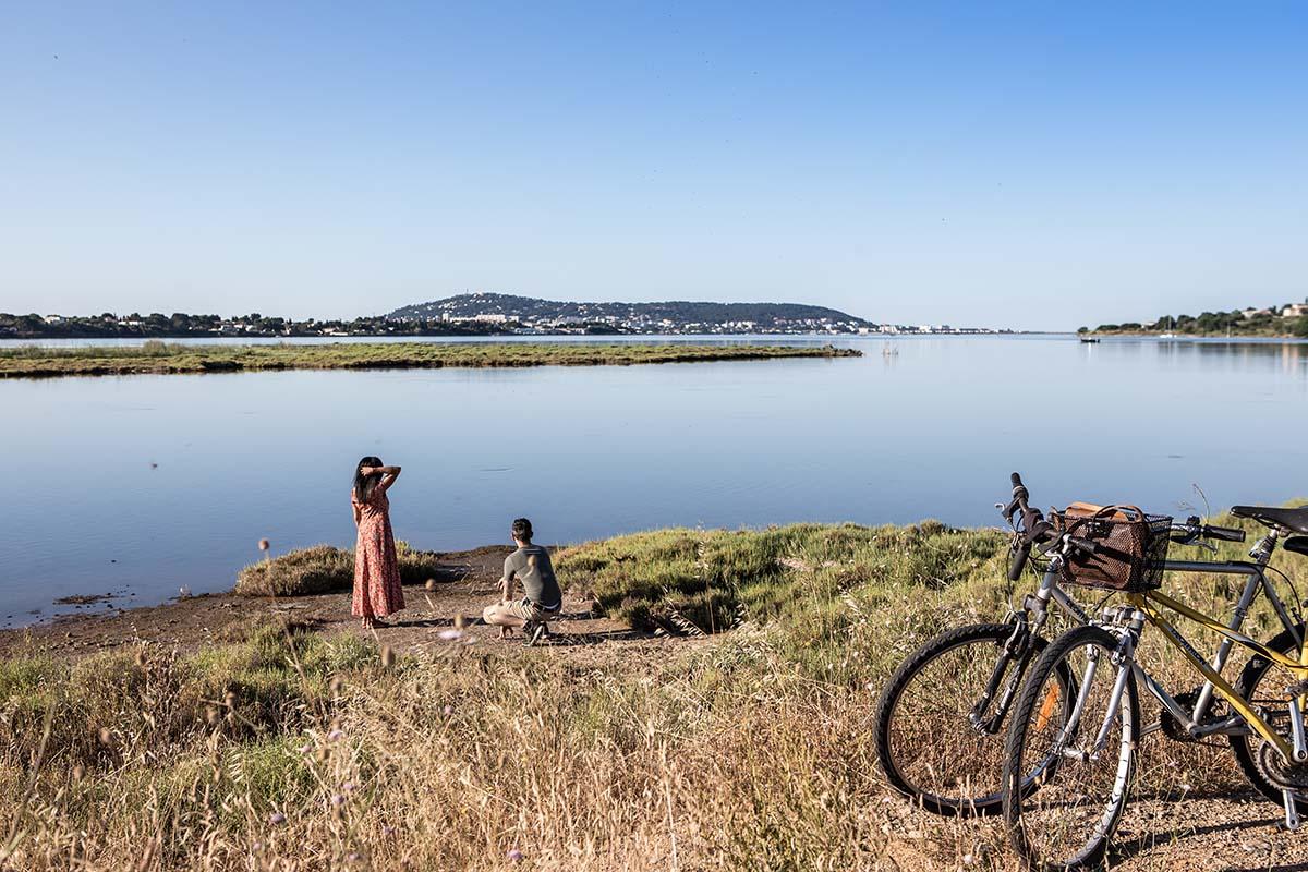 Vélo dans l'archipel de Thau - © Olivier Octobre